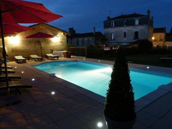 Les Tuileries de Chanteloup: La piscine la nuit