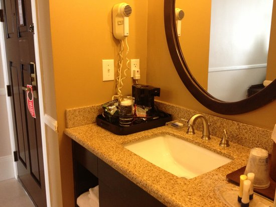 Best Western Plus San Pedro Hotel & Suites : Sink area with Hair Dryer and Coffee Machine