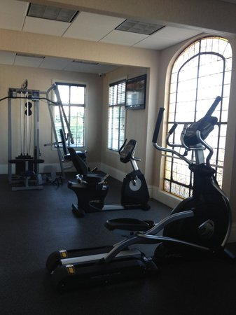 Best Western Plus San Pedro Hotel & Suites: Fitness Room (Treadmill, Bike, Elliptical, and Multi function weight station)