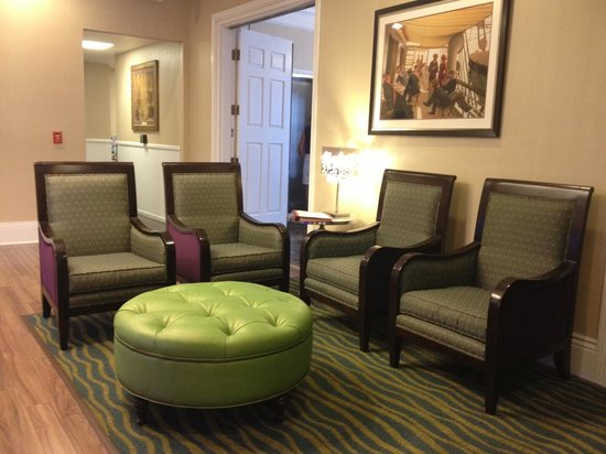 Best Western Plus San Pedro Hotel & Suites: Waiting Area in Lobby