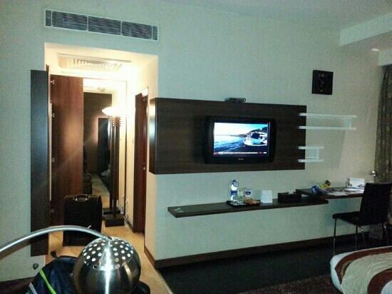 Flora Airport Hotel: room