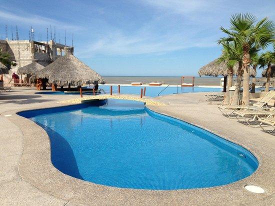 Laguna Shores Resort: pool