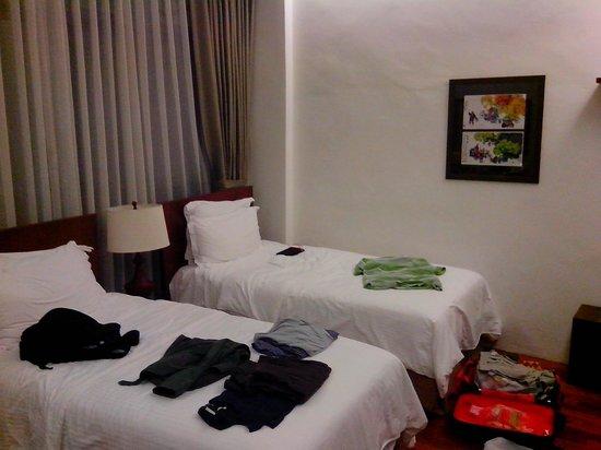 Courtyard @ Heeren Boutique Hotel: Beds in the Superior Room