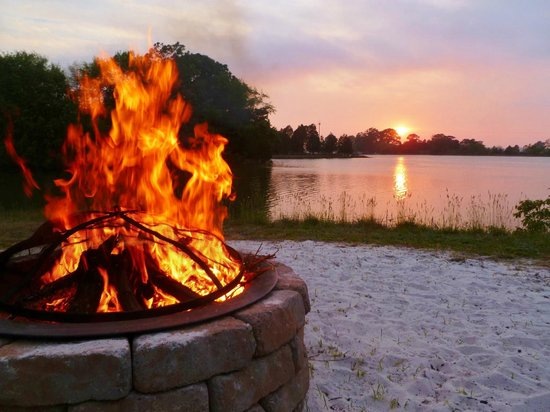 The Inn at Tabbs Creek Waterfront B&B: Relax around our waterside fire pit