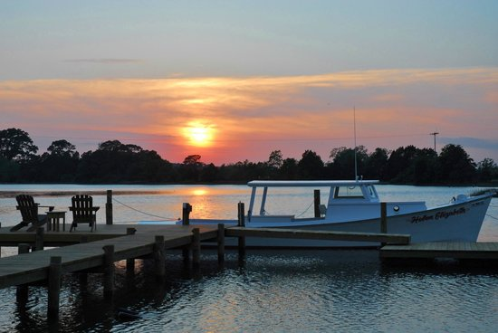 The Inn at Tabbs Creek Waterfront B&B: Ask us about our sunset boat tours that leave straight from our private dock!
