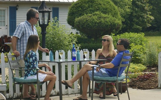 The Inn at Tabbs Creek Waterfront B&B: Enjoy a drink or two while meeting new friends around our Eco Friendly Pool