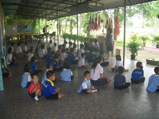 Singburi Guesthouse: Morning Assembly at the School