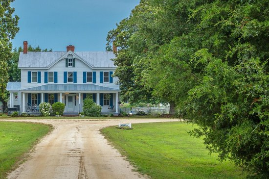 The Inn at Tabbs Creek Waterfront B&B: Our Virginia Bed and Breakfast is calling upon you to visit