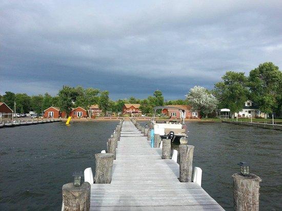 Appeldoorn's Sunset Bay Resort : View from the dock