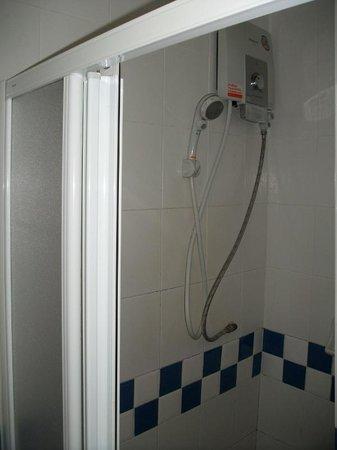 Bangkok YWCA : シャワー 温水も当然出る