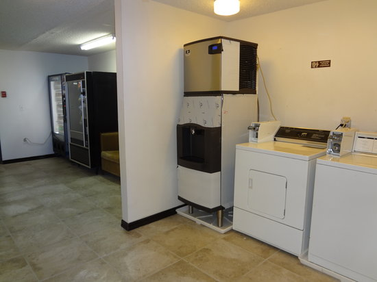 Quality Inn Okanogan: Coinup and vendy machines