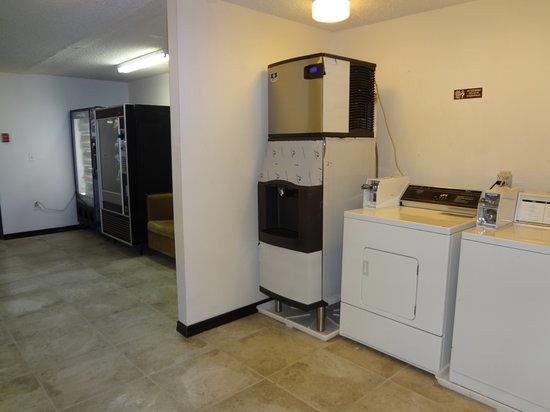 أوكانوجان إن آند سويتس: Coinup and vendy machines