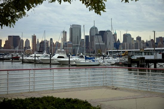 Liberty Landing Marina : Manhattan skyline