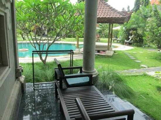 Sukun Bali Cottages: deluxe room terrace