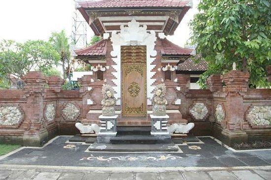 Sukun Bali Cottages: hotel enterance