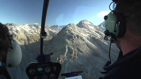 Precision Helicopters: Helicopter flights - PHL Hokitika