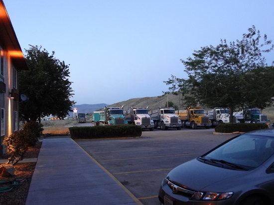 Quality Inn Okanogan : Parking Lot
