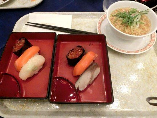 New Furano Prince Hotel : 夕食2 手作り寿司、ラーメン