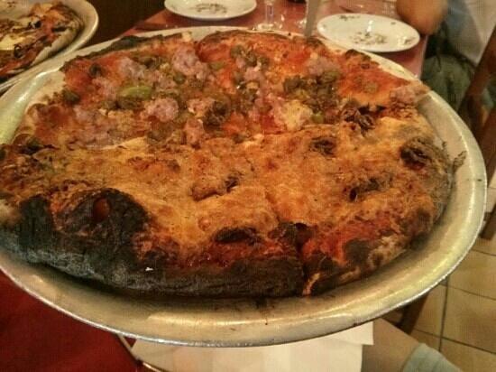 Chez Noël : pizza moitié maison moitié figatteli
