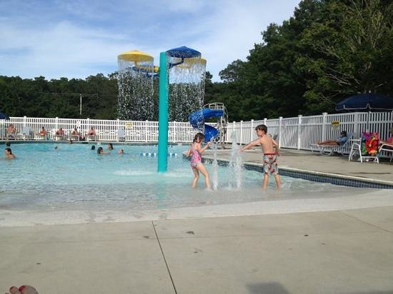 Peters Pond RV Resort: pool