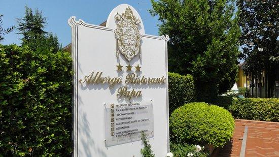 Albergo Ristorante Papa : Ingang van het hotel