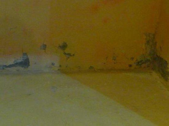 Graha Resort: le mur de la salle de bain