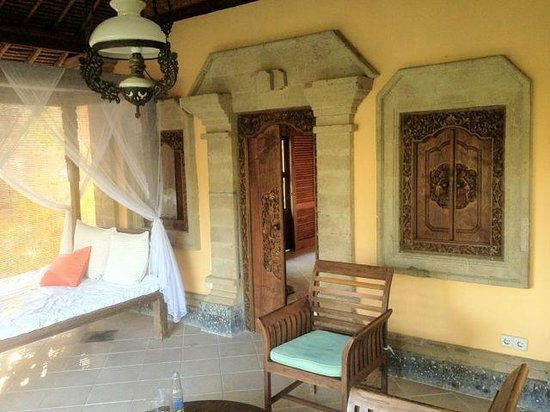 Taman Selini Beach Bungalows : Laze away the hours on the day bed with a good book