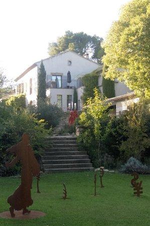 Mas de l'Amarine : Approach to Hotel from garden