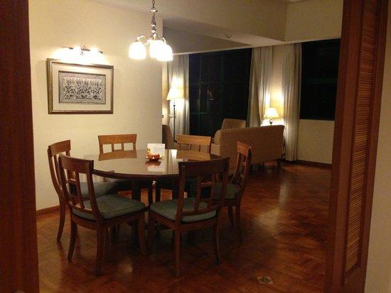 Himawari Hotel Apartments: Apartment dining room