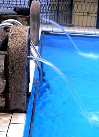 Hotel Royal Terme di Valdieri: Piscina termale acqua sulfurea 34°C