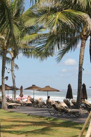 The Samaya Bali Seminyak : Bord de mer, espace bronzette/ repas