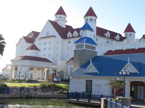 The Boardwalk Hotel: A beautiful building!