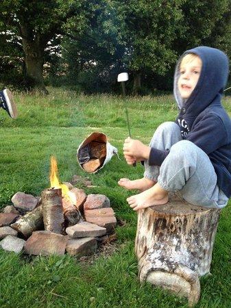Big Sky Tipi Holidays: Marshmellows on the campfire
