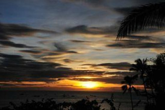 Asya Premier Suites: Beautiful Sunset of boracay a full view from our suite