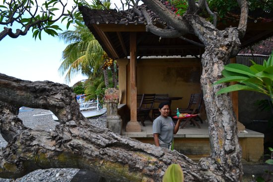 Sunshine Bungalows: Staff giving offerings