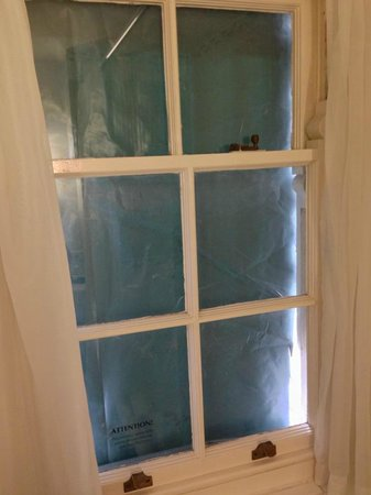 Mercure Gloucester, Bowden Hall Hotel: Colleague's bathroom window - Builder's plastic sheeting