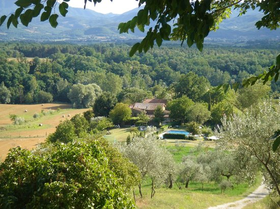 Agriturismo Il Poggio alle Ville: View from Villa Montagna over the 7 farmhouses downhill