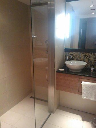 Leonardo Hotel Volklingen-Saarbrucken: Bathroom