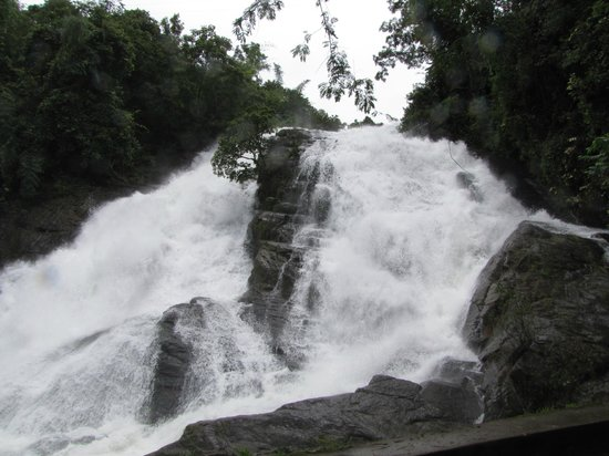 Athirappilly, India: Charpa Falls
