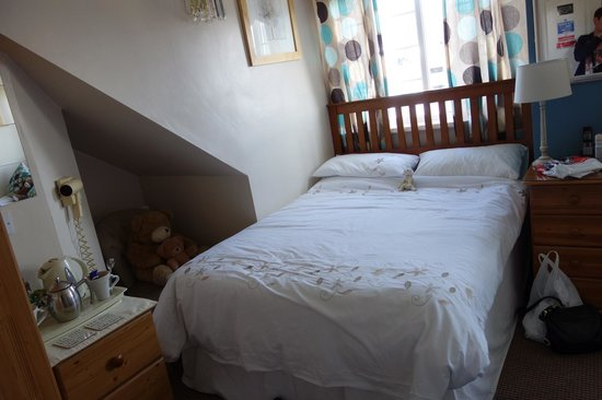 Forest Guest House: Our comfy bed~