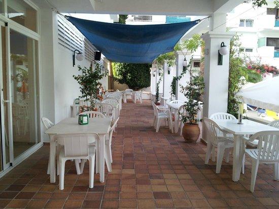 Apartamentos Cala Llonga Playa: patio