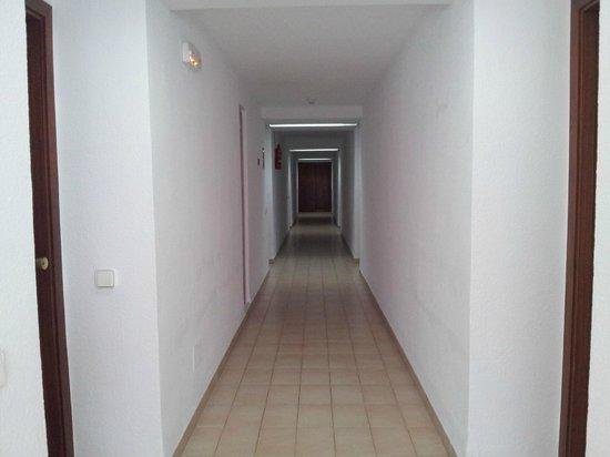 Apartamentos Cala Llonga Playa: entrance