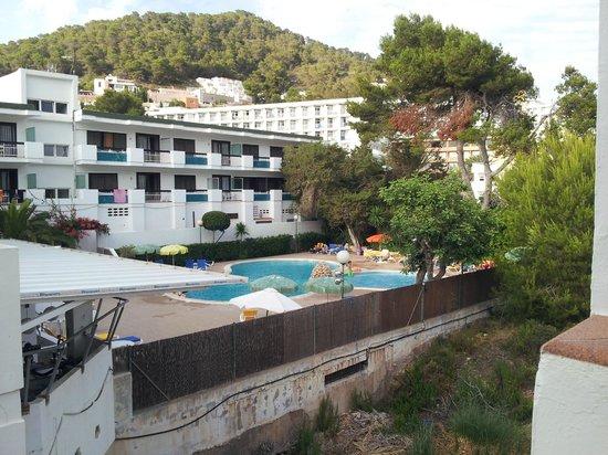 Apartamentos Cala Llonga Playa: View from the scales