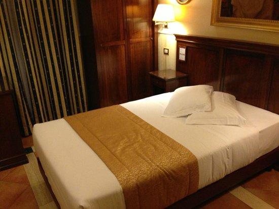 Hotel des Artistes: Splendido letto