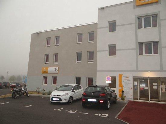 Premiere Classe Caen Nord - Memorial: autre coté hotel
