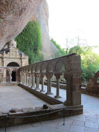 Monastery of San Juan de la Pena: claustro y capilla