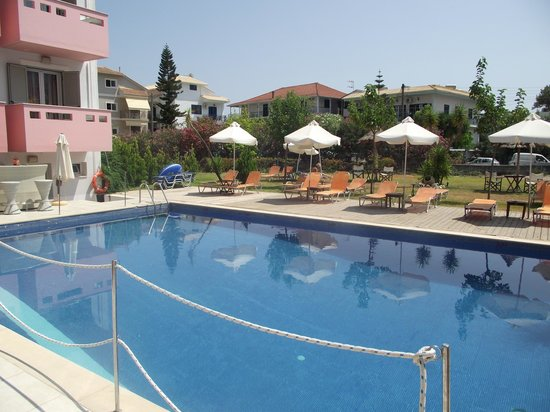 Palmyra Hotel : The Pool and gardens