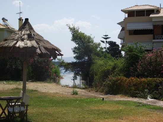 Palmyra Hotel : The river mouth from the gardens