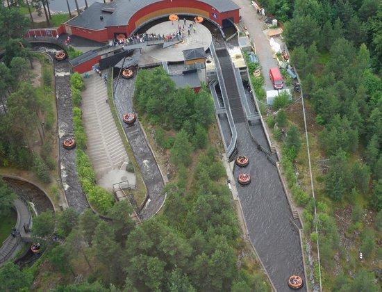 Tampere, Finlande : Särkänniemi: Rapids Ride