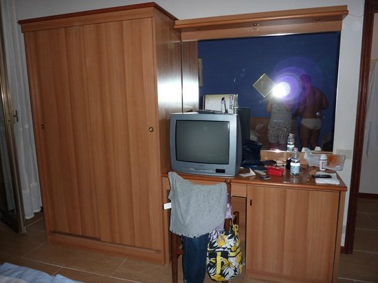 Easy Siena Hotel: tv un po' datato ma con digitale, mobili in buono stato